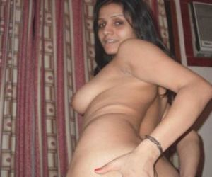 Picture- Ass show nude boobs Telugu bhabhi housewife