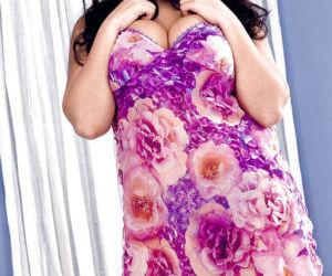 Chubby Latina pornstar Kerry Marie freeing huge hanging..