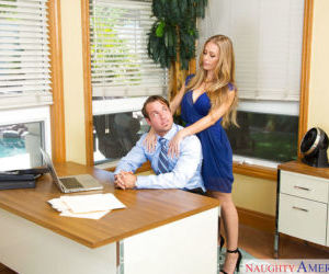 Blonde hottie Nicole Aniston has an amazing screw in the..