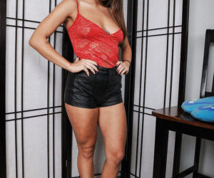 Latina Mena takes off her leather shorts to show us her..