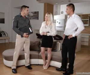 Blonde wife Lola Taylor giving her hubby and his friend a..