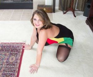 Milf in stockings Cherrie Dixon plans to please her mature..